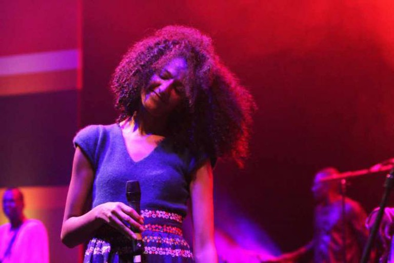 Tunisian singer-songwriter Badiaa Bouhrizi performing | © Mo Ibrahim Foundation/Flickr