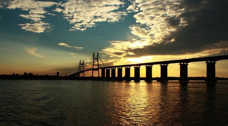 The Paraná river and Victoria bridge, Rosario Ⓒ Bruno Sebastian Solar/Flickr