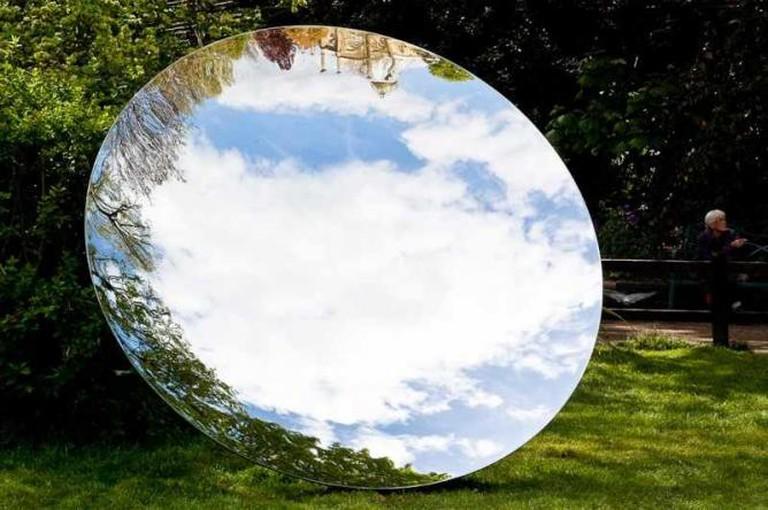 Martin Thomas    © Anish Kapoor's sky mirror /Flickr