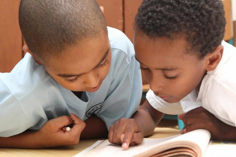Ethiopian immigrant children working on homework together at an afterschool program | © Courtesy Israel Tennis C