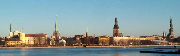 Riga's Old Town from the other side of the river | © Latj/Wikicommons