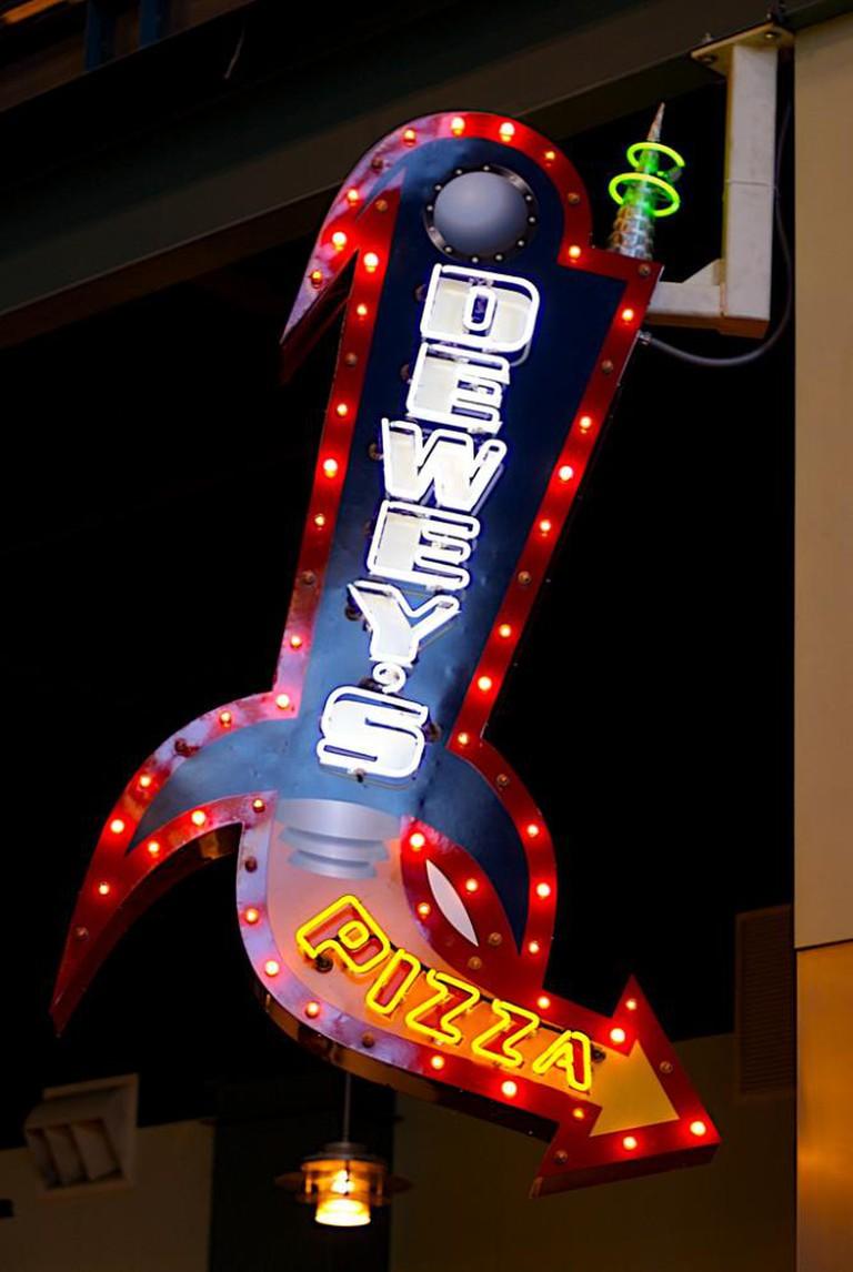 Dewey's Pizza l © Jeff Kubina/Flickr