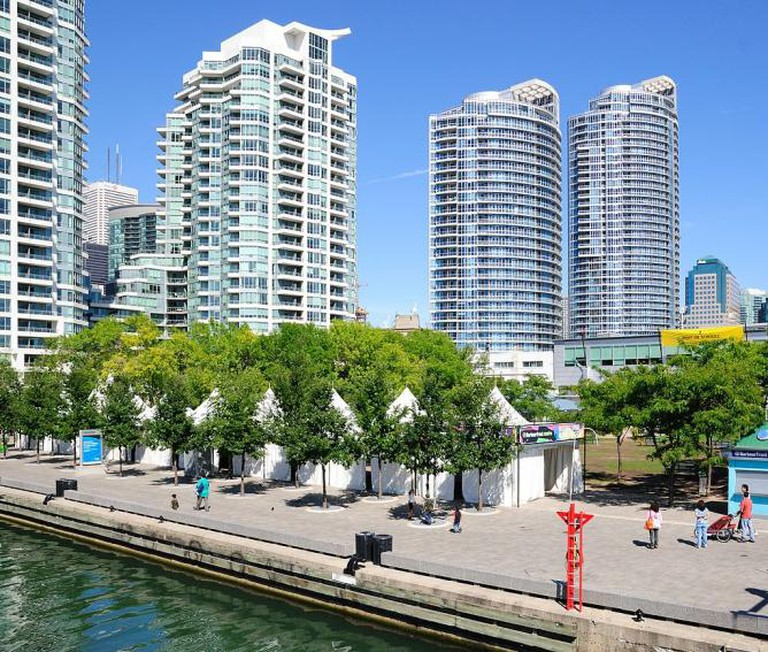 Harbourfront festival installations   © Wladyslaw (Wikipedia Commons)