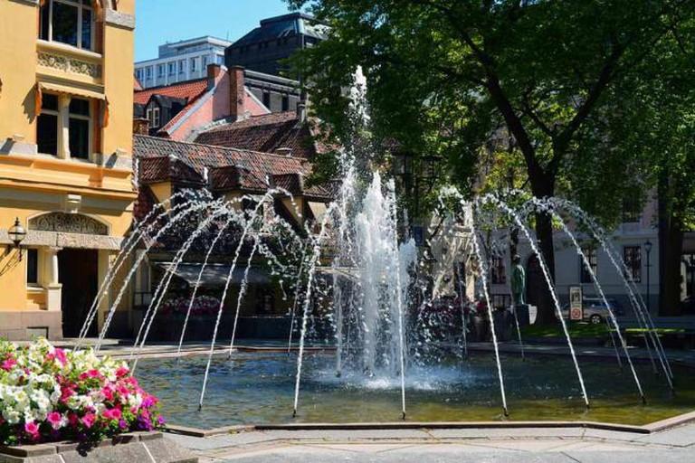Bank Square outside Engebret