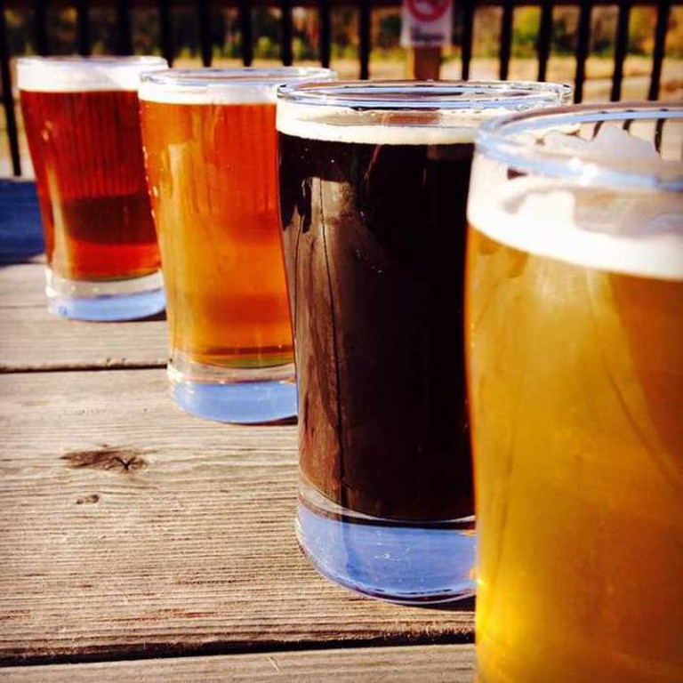 Variety of craft brews from Confluence Brewing Company | © regan76/Flickr