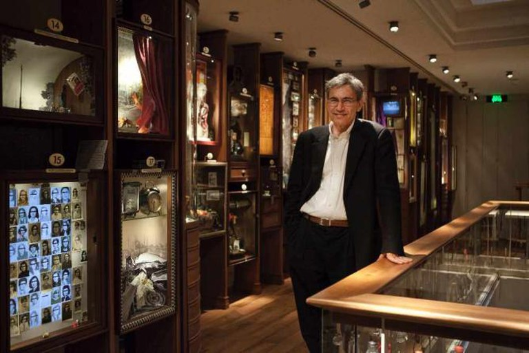 An image of the author Orhan Pamuk in his museum | © The Museum of Innocence/WikiCommons