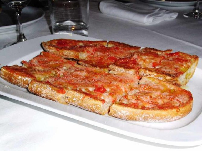 Bread with Tomato | ©JavierLastras/Flickr