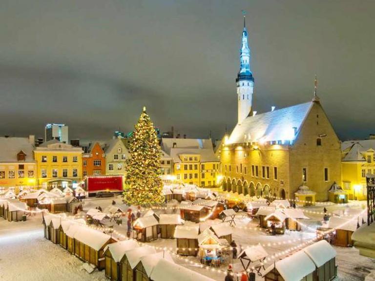 Christmas market on Raekoja Plats | © Nathan lund/Wikicommons