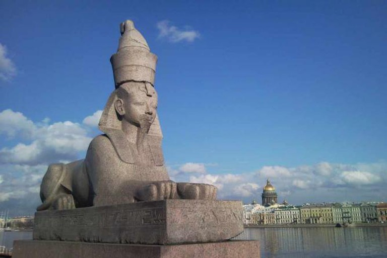 Pier with sphinxes on Universitetskaya Embankment by Max A. Khlopov/WikiCommons