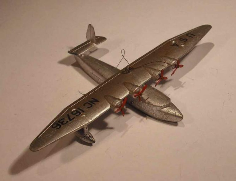 Dinky Toy model of a Sikorsky S-42-B flying boat, which would be similar to Peter Furneaux's model aeroplane. Model aeroplanes were a key plot device in The Riverside Villas Murder |© Andy Dingley/Wikicommons