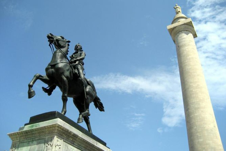 Mount Vernon: Washington Monument and Lafayette Monument | © Wally Gobetz/Flickr