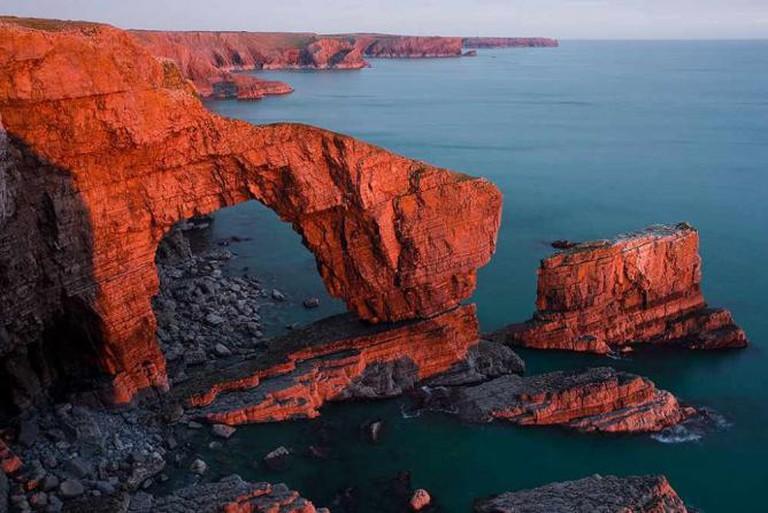 Green Bridge of Wales, Pembrokeshire Coast | © David Evans/Flickr