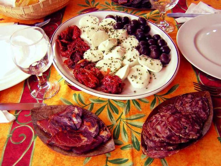 Santorini Greek Taverna © Bdieu/WikiCommons