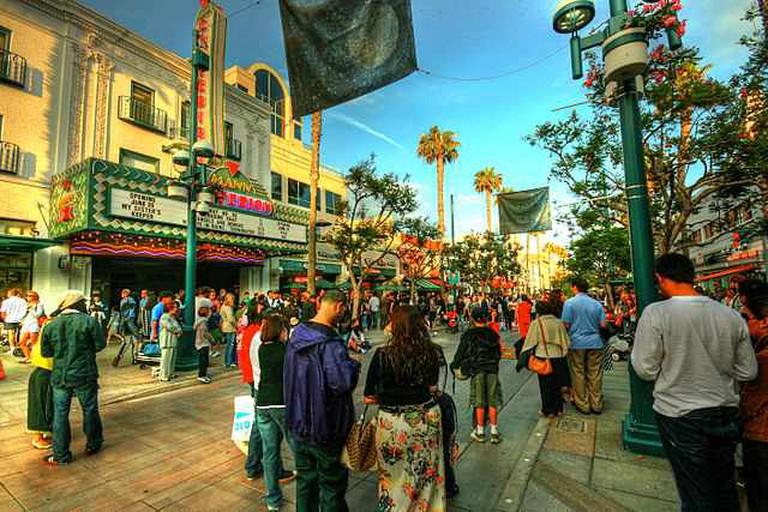 Santa Monica Third Street Promenade   ©Balazas Barnuzc/WikiCommons