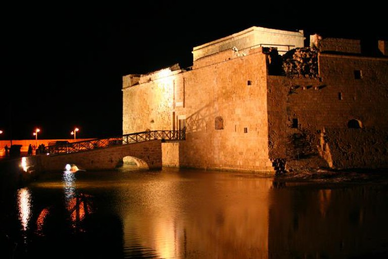Paphos castle at night | © anthony kelly/Flickr