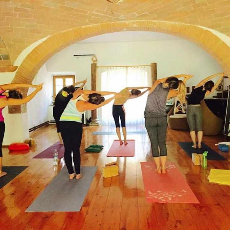 Yoga at Fearless Living Retreat Tuscany | © Pink Pangea