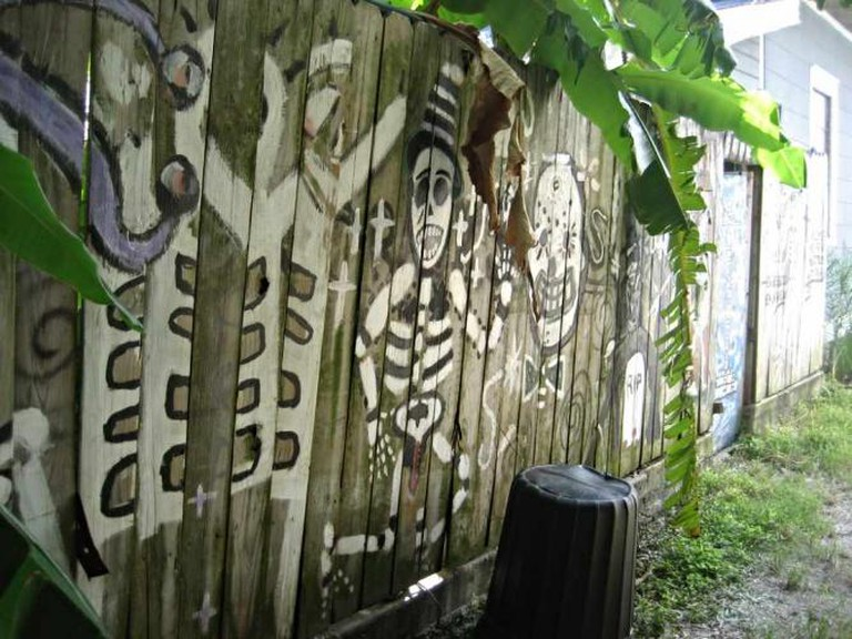 Bywater Fence Happy Skulls | © Infrogmation of New Orleans/ Flickr