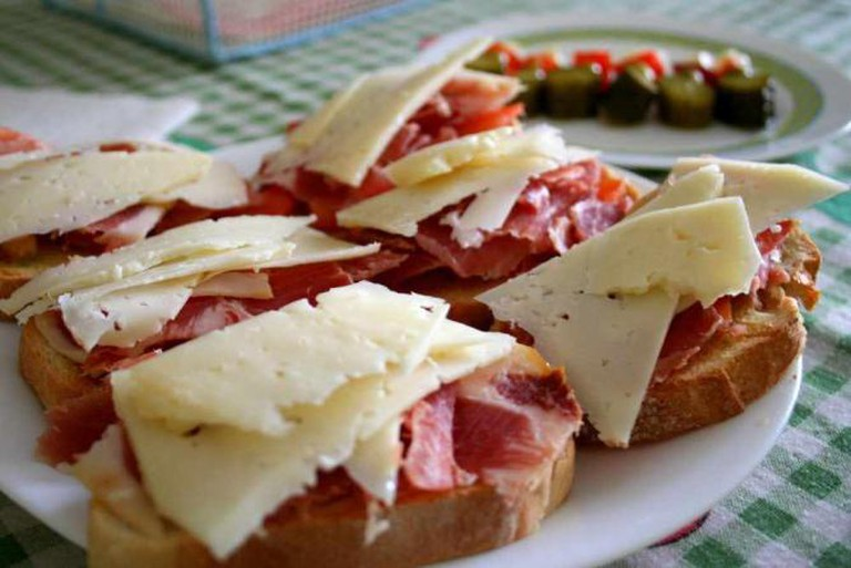 Bruchetta with ham and cheese