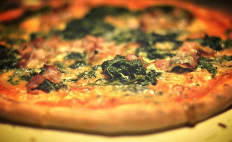 Valentino's Pizza © cyclonebill/WikiCommons