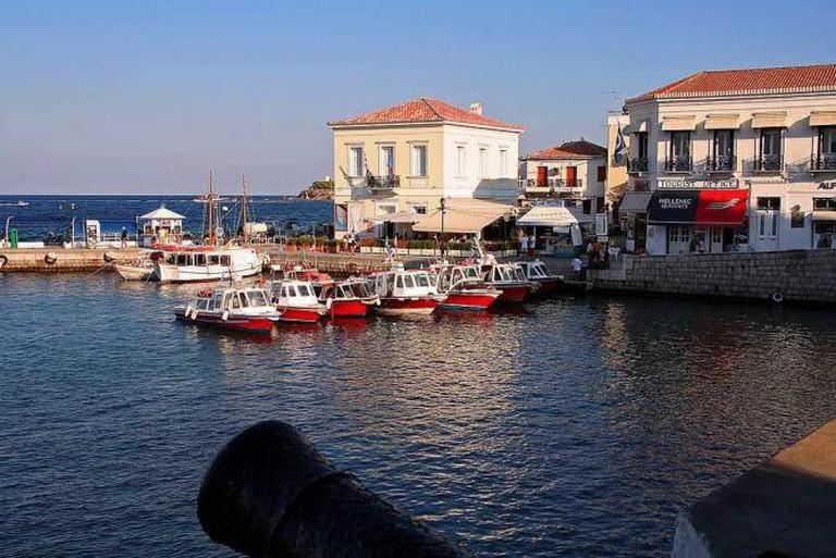 Spetses port   © vaggelis vlahos/WikiCommons