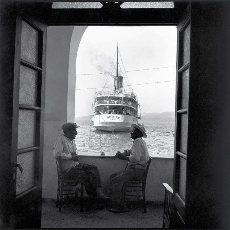 Robert McCabe, The Aegaion in Port below Fira, Thera, 50x50 cm, 1955 | Courtesy of Citronne Gallery
