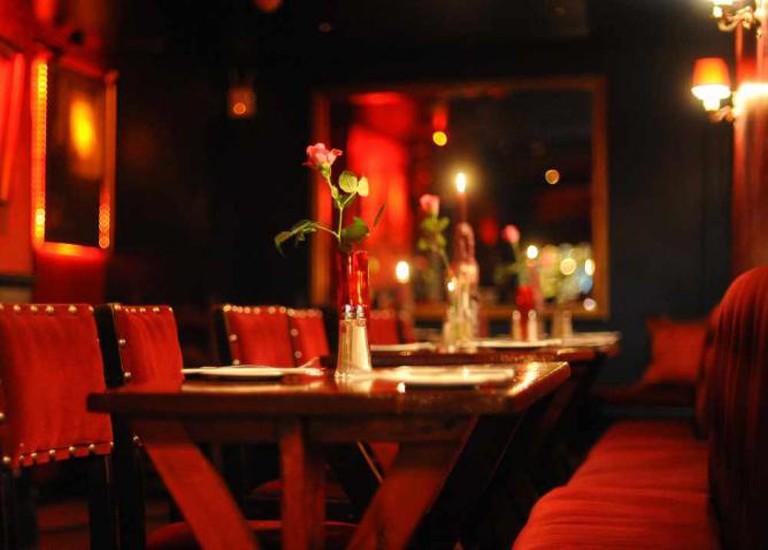 Scarlet interior | © Kamal Hamid/Flickr