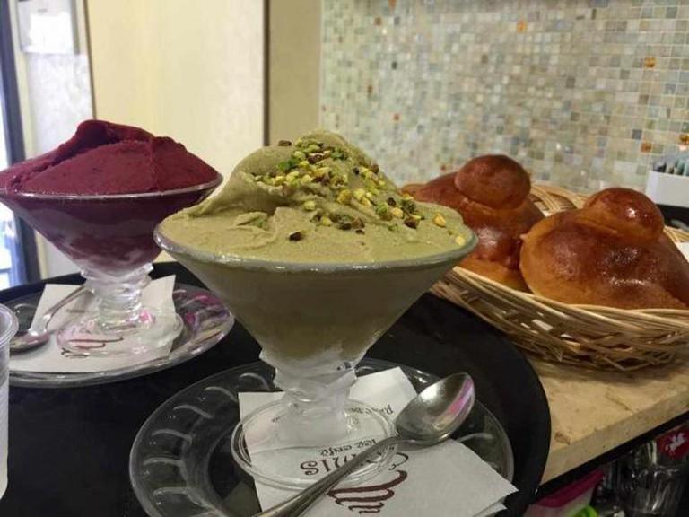 A mulberry granita, a pistachio granita, two brioches at Comis Ice Café | © Courtesy of Comis Ice Café