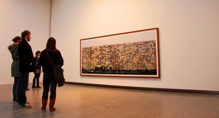 People observing a photo by Andreas Gursky