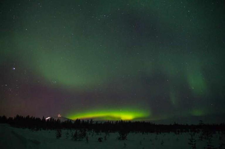 Northern lights over Ylläs   ©Timo/Flickr