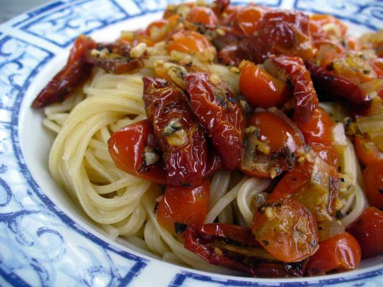 Pasta with roasted tomatoes | © Kelly Garbato/Flickr