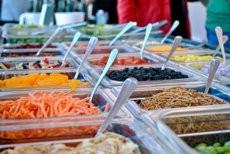 Salad bar   © Larry Hoffman/Flickr