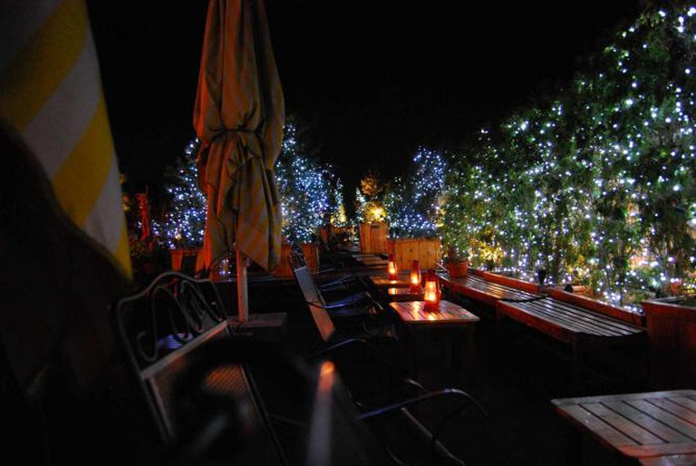 A rooftop bar | © superde1uxe/Flickr