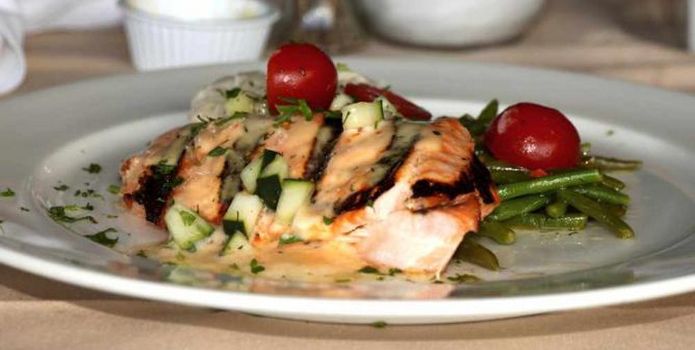 Grilled Salmon l © Prayitno/Flickr