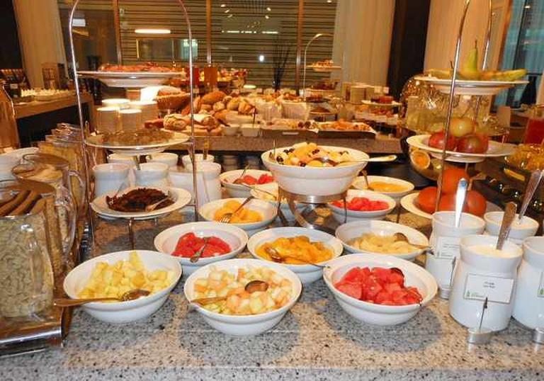 Breakfast Buffet   © Michael Coghlan/Flickr