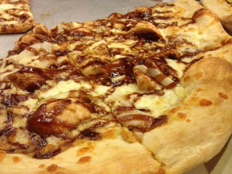 BBQ Chicken Pizza | © Kevin Micalizzi/Flickr