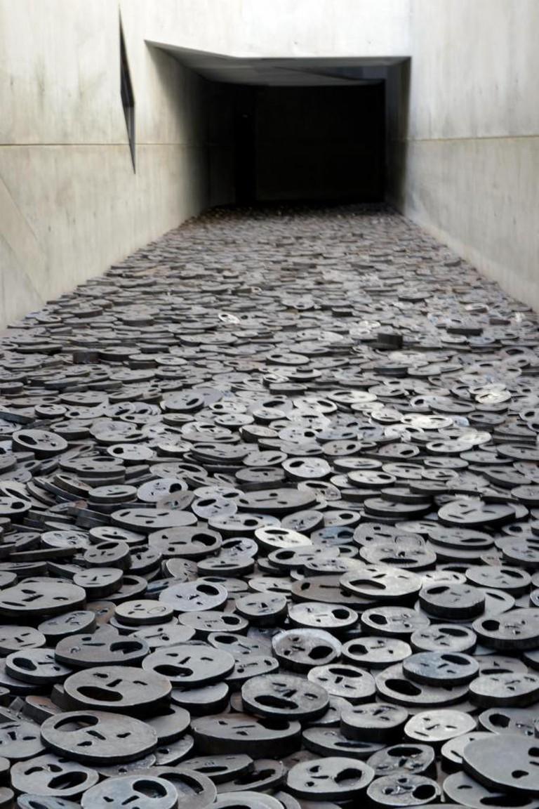 Menashe Kadishman, Fallen Leaves Holocaust Memorial in Berlin   © Bukephalos/WikiCommons