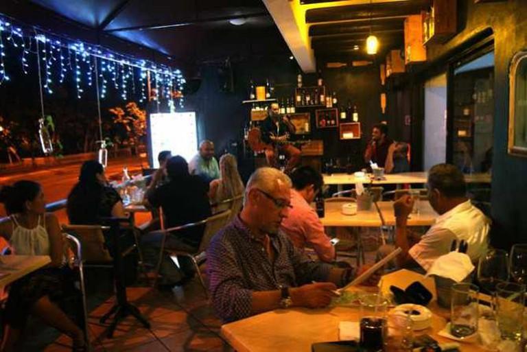 Bar interior/Courtesy of El Rincón del Vino