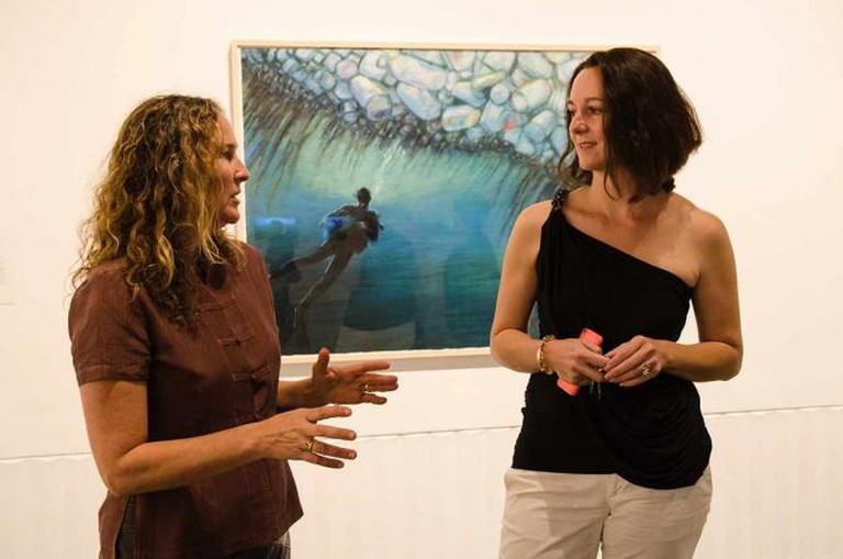 Artist Dianna Cohen and Fisher Museum curator Ariadni Liokatis | © Marnie Sehayek