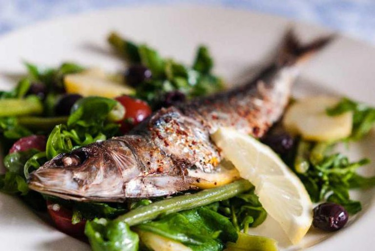 Grilled fish dish | © Stijn Nieuwendijk/Flickr