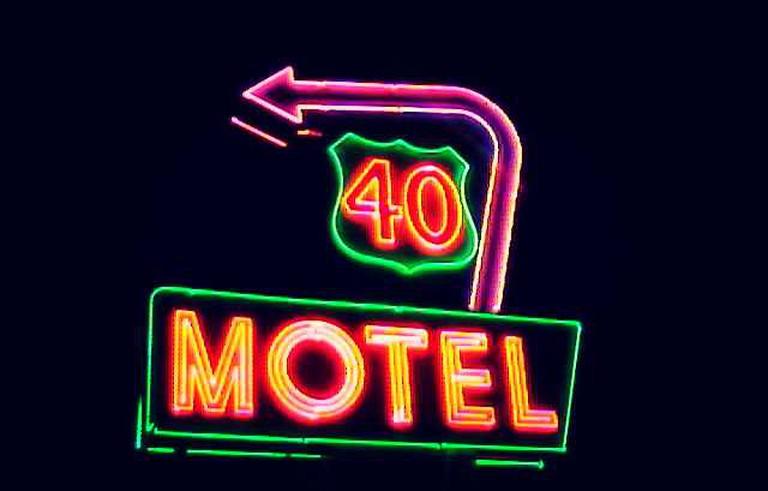 Silver Saddle Motel © Columbus Neon/Flickr