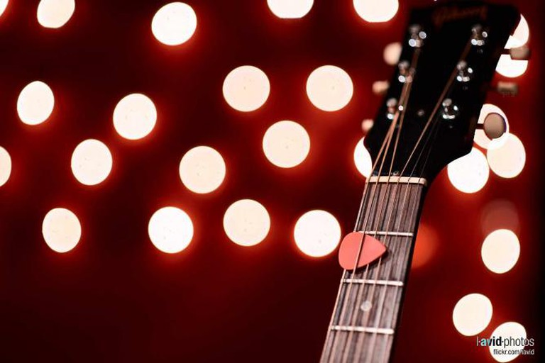Acoustic Guitar   © Dave Lictherman/Flickr