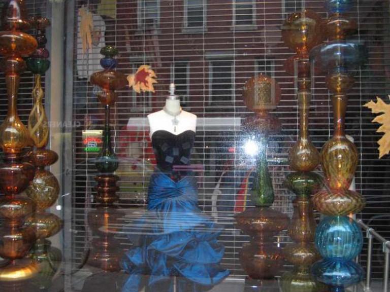 window display of posh vintage shop | © jazzlah/Flickr