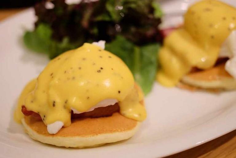 Eggs Benedict pancake   © Hideya Hamano/Flickr