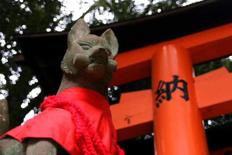 Fox statue at Fushimi Inari Shrine
