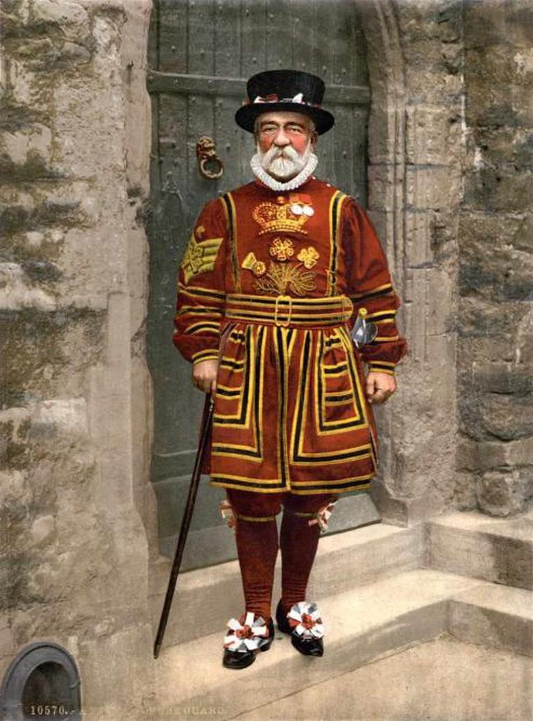 A Yeoman Warder in Tudor State Dress   © Adam Cuerden, Detroit Publishing Company/WikiCommons