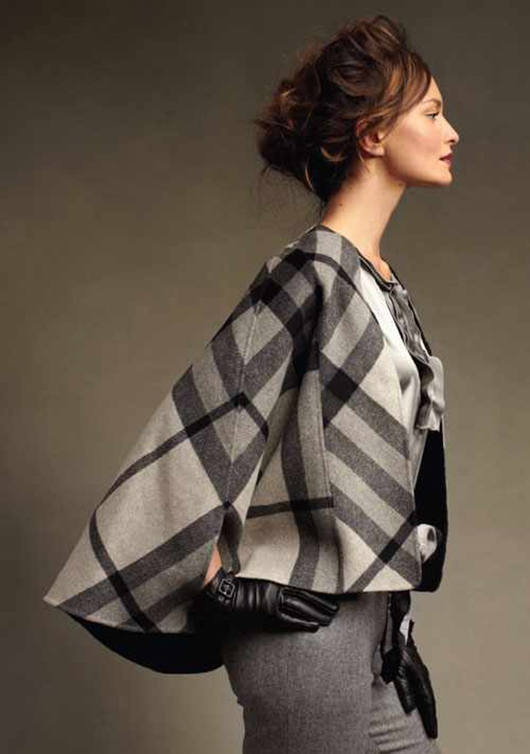 Plaid cape | © redchairconfessions/Flickr
