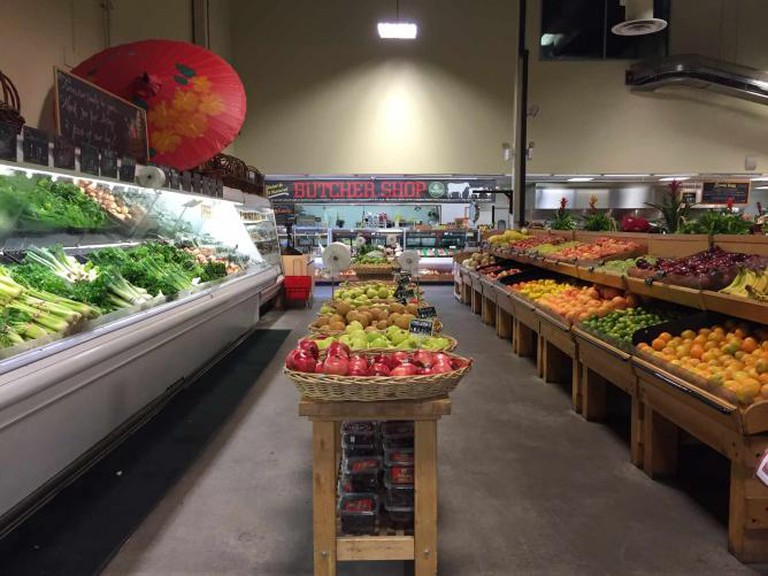 Produce and meat departments | © Samantha Beckett