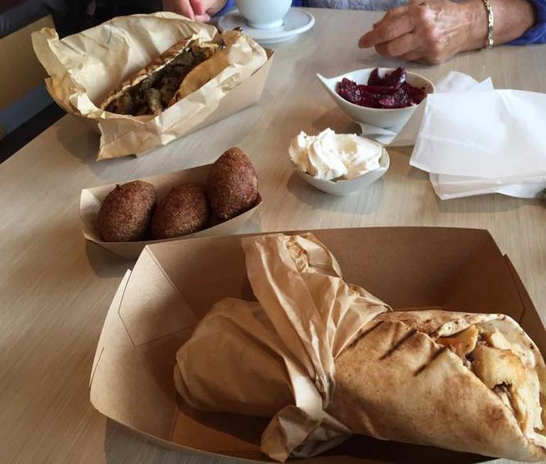 Phoenician meal at the restaurant | © Samantha Beckett
