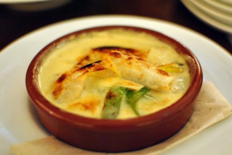 Scallop and leeks at Café & Books | © alexxis/Flickr
