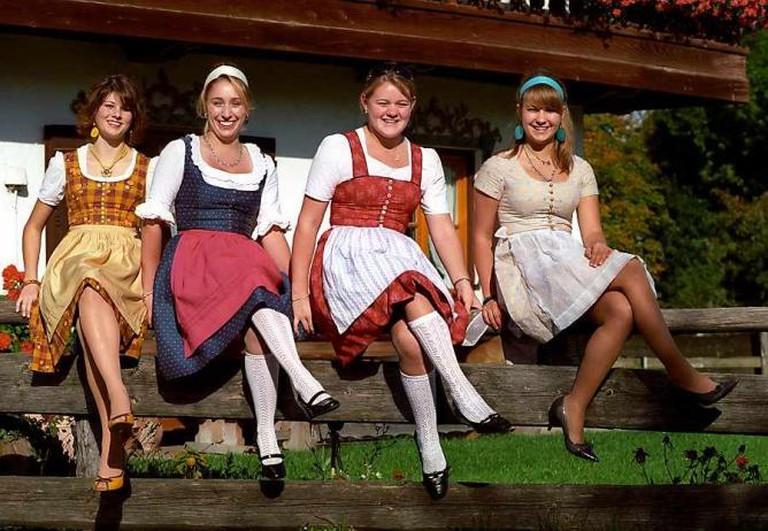 Women in dirndls | © Florian Schott/WikimediaCommons
